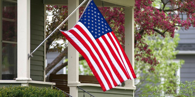 A Tennessee retiree with Parkinson's disease wanted an American flag for his birthday – but he couldn't put it up on his own. (iStock)