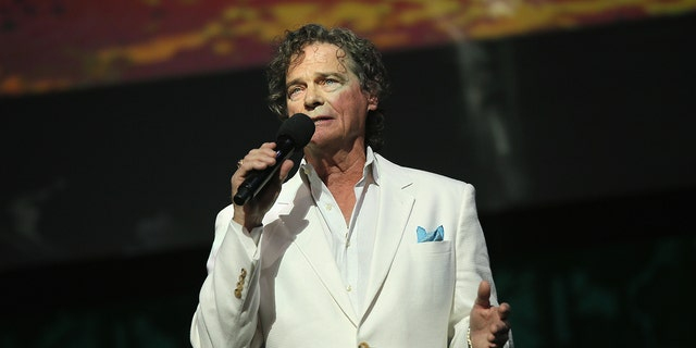 HOLLYWOOD, QUE - MAY 14:  Recording Artist B. J. Thomas performs onstage during the SeriousFun Children's Network 2015 Los Angeles Gala: An Evening Of SeriousFun celebrating the legacy of Paul Newman on May 14, 2015 in Hollywood, California.  (Photo by Mike Windle/Getty Images for SeriousFun Children's Network)