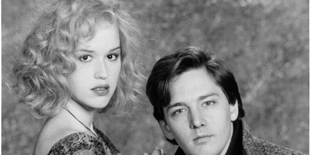 Andrew McCarthy said he's still friends with Molly Ringwald.