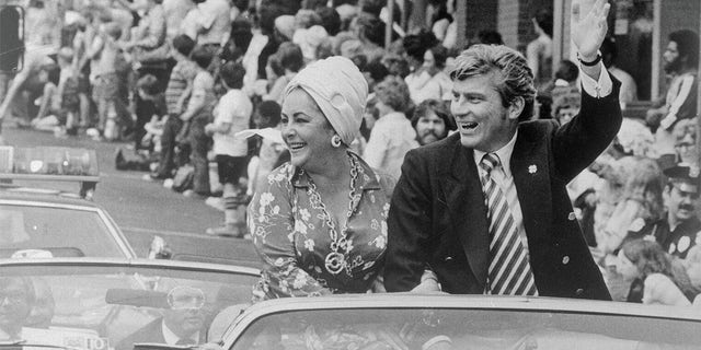 Elizabeth Taylor initially joined John Warner on the campaign trail.