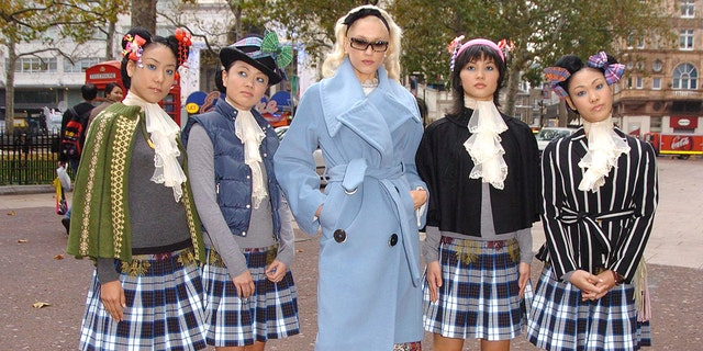 Gwen Stefani arrives with Harajuku girls at Capital FM studios for Johnny Vaughan's breakfast show (Photo by Jon Furniss/WireImage) (Getty)