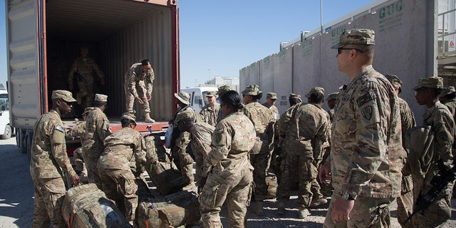 US Army guardsmen at Kandahar Airfield in 2014. (Matt Cardy/Getty Images, File)