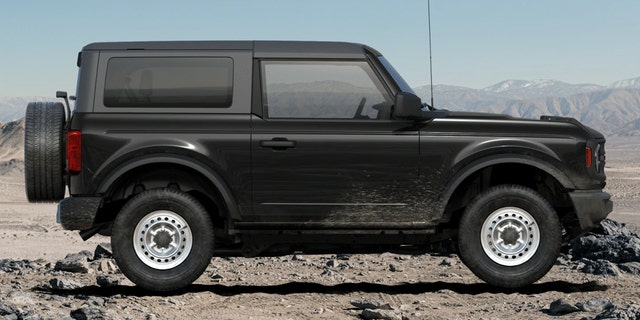 los 2021 Ford Bronco is available in 2-door and 4-door models.
