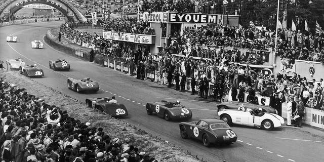 The Ferrari (14) can be seen in this photo from the start of the 1952 24 Hours of Le Mans