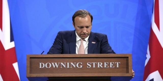 27 мая 2021 года: министр здравоохранения Великобритании Мэтт Хэнкок выступает на брифинге для СМИ по коронавирусу на Даунинг-стрит в Лондоне.