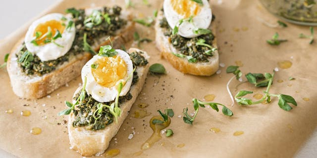 TikTokers are combining egg dishes with pesto sauce and now it is a growing trend. (iStock)