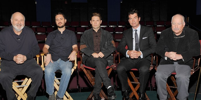 """(L-R)Director """"Stand By Me"""" Rob Reiner, actors Wil Wheaton, Corey Feldman, Jerry O'Connell and Richard Dreyfuss attend the 25th Anniversary interview with the director and cast of """"Stand By Me' at the Falcon Theater on March 16, 2011 in Toluca Lake, Kalifornië."""