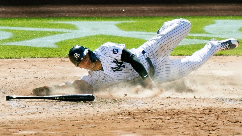 What a run! Yanks' Torres scores from 1st on infield single