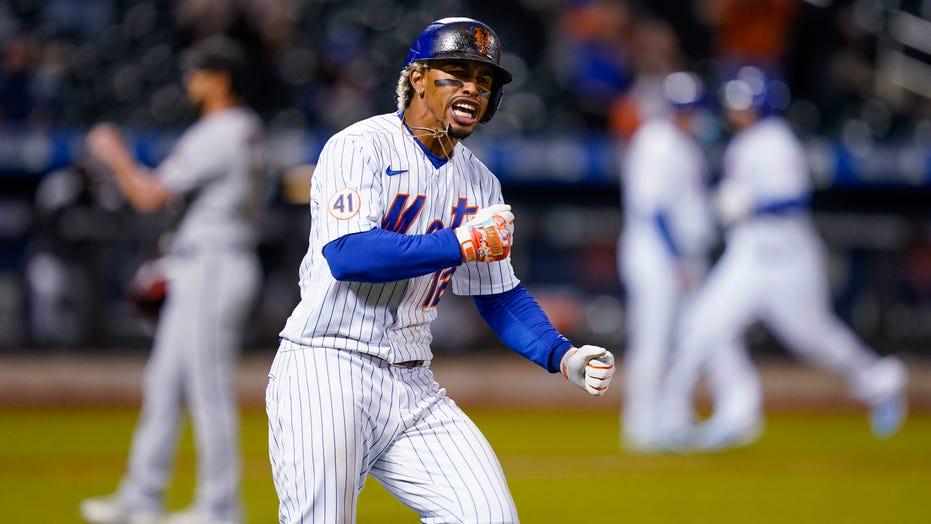 Lindor, Mets rally after dugout dustup; blame vermin debate