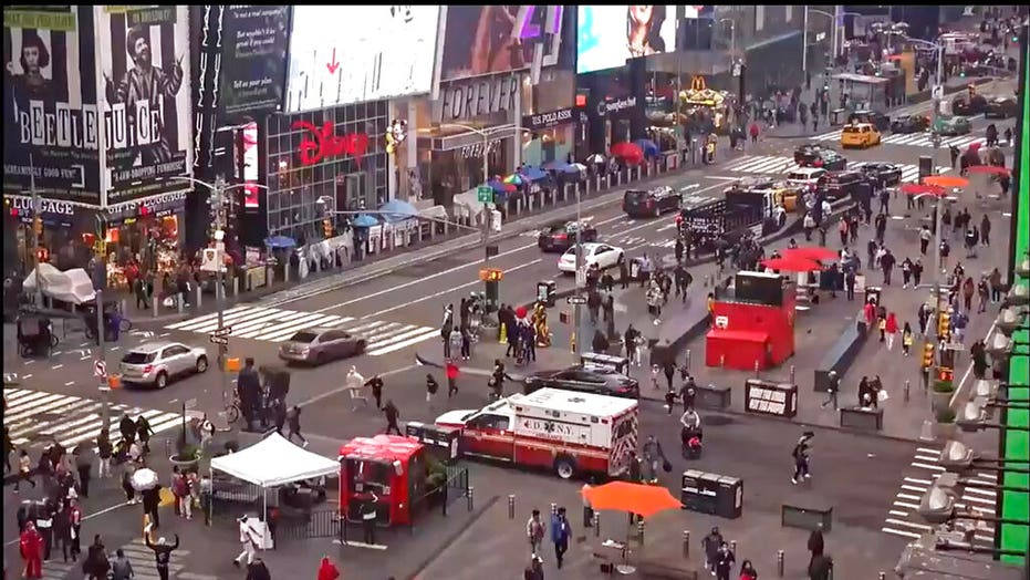 Times Square shooting: NYPD manhunt continues for suspect who wounded 3 innocent bystanders, including girl, 4