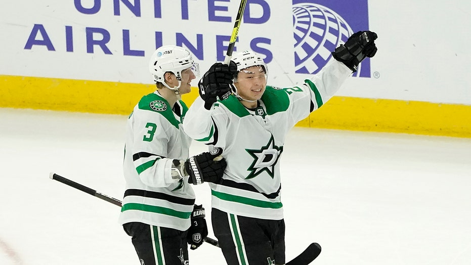 Robertson lifts Stars to 5-4 overtime win against Blackhawks