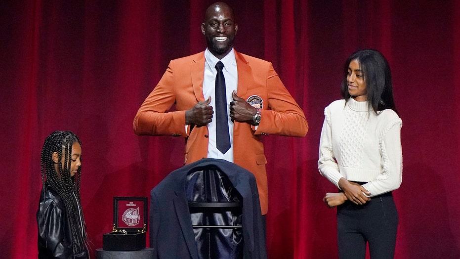 Kevin Garnett snubs former Celtics teammates during Hall of Fame speech