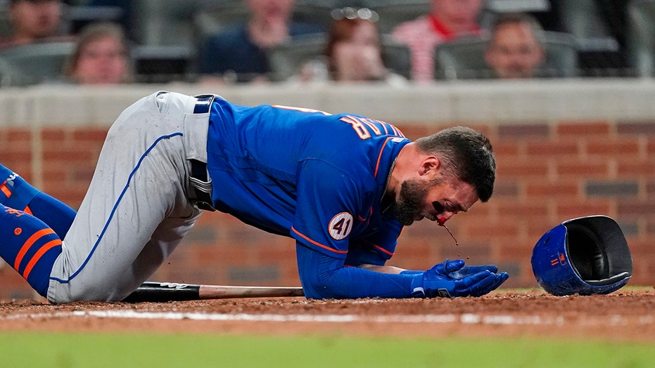 Mets' Kevin Pillar gets hit in the face by a pitch, social media reacts to scary scene