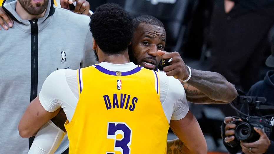A year after Finals, Lakers and Heat set to play before fans
