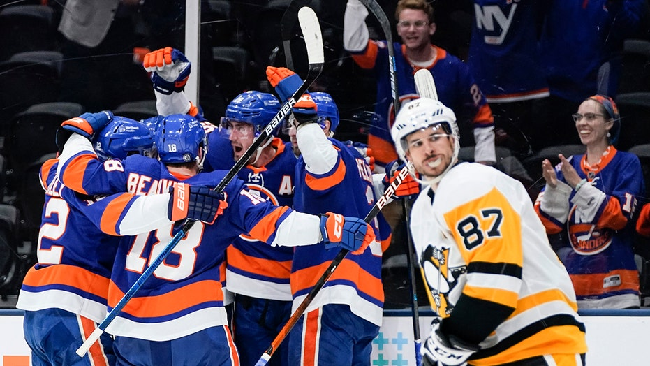 Nelson helps Islanders beat Penguins 5-3 to reach 2nd round