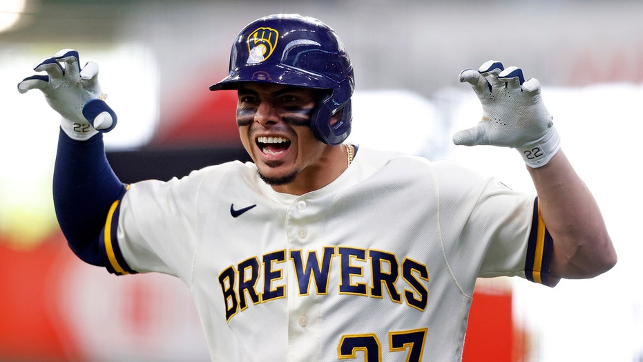 Bradley's hit in 10th gives Brewers 6-5 victory over Padres