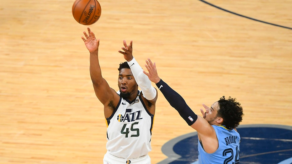Mitchell scores 29 points, Jazz beat Grizzlies for 2-1 lead