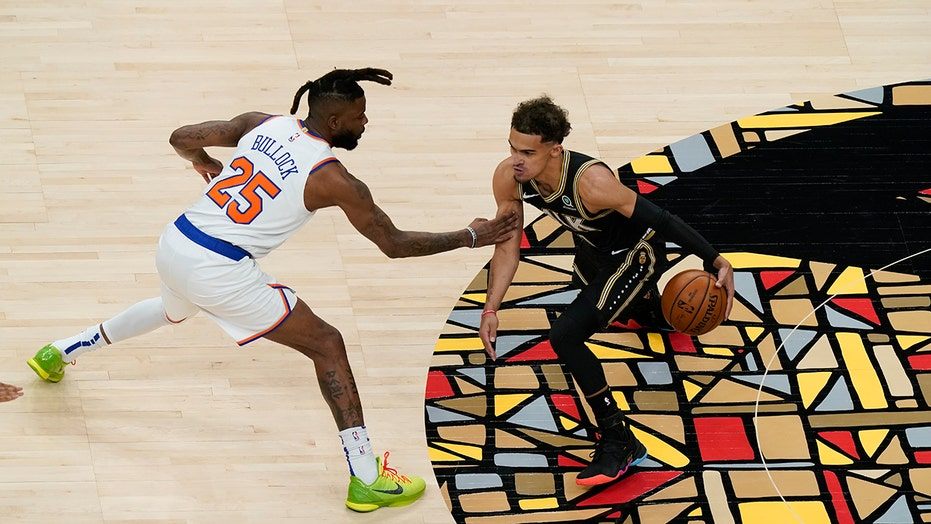 Young leads Hawks to 113-96 win over Knicks, 3-1 시리즈 리드