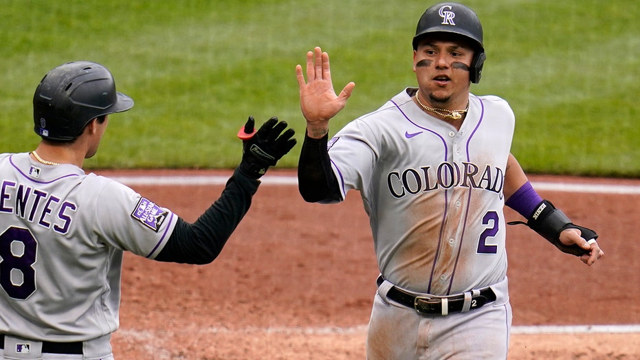 Blackmon 3 extra-base hits, Rockies end skid, beat Pirates
