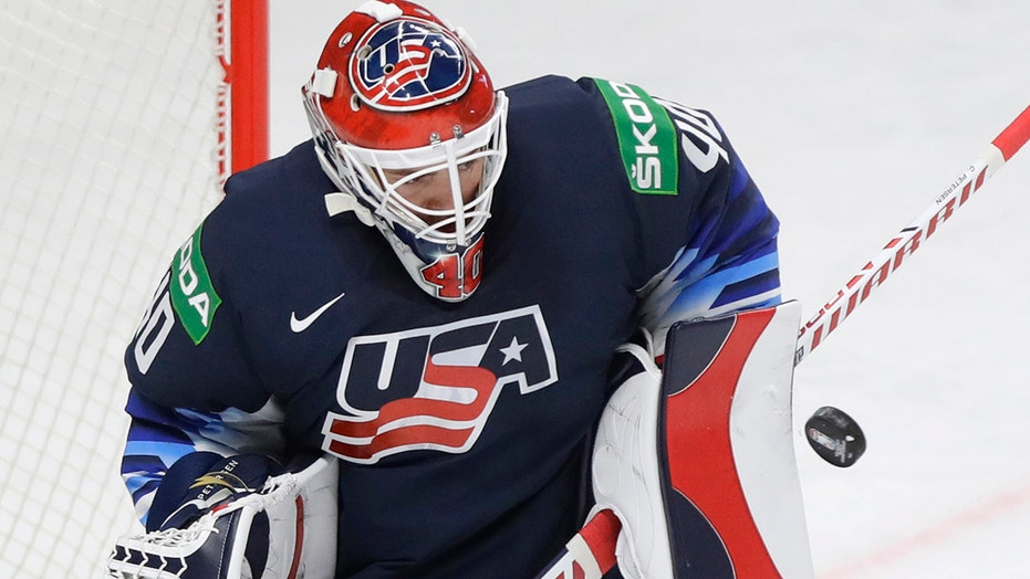 US beats Germany 2-0 for 5th straight win at worlds