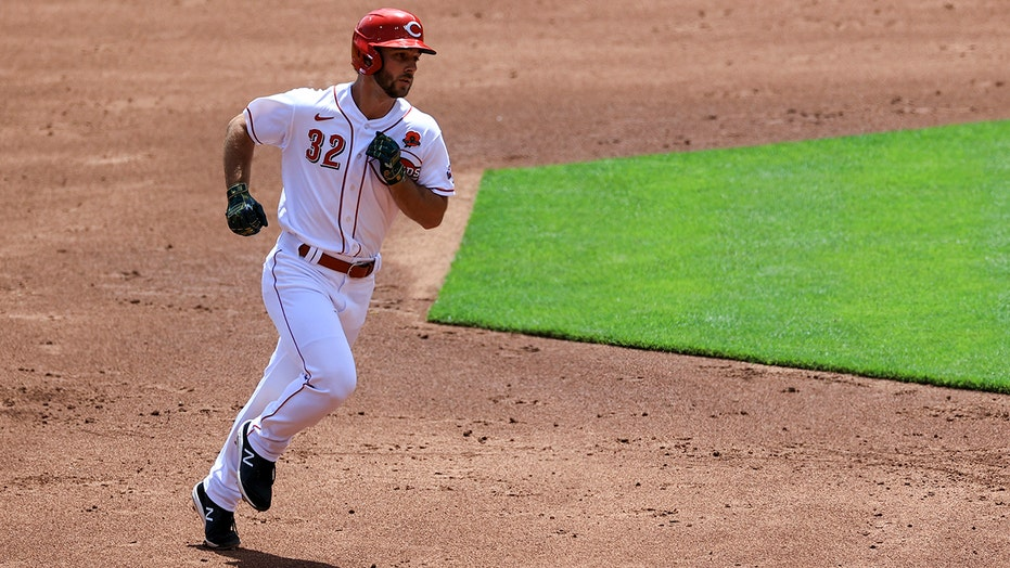 Schrock 3 extra-base hits, leads Miley, Reds over Phils 11-1