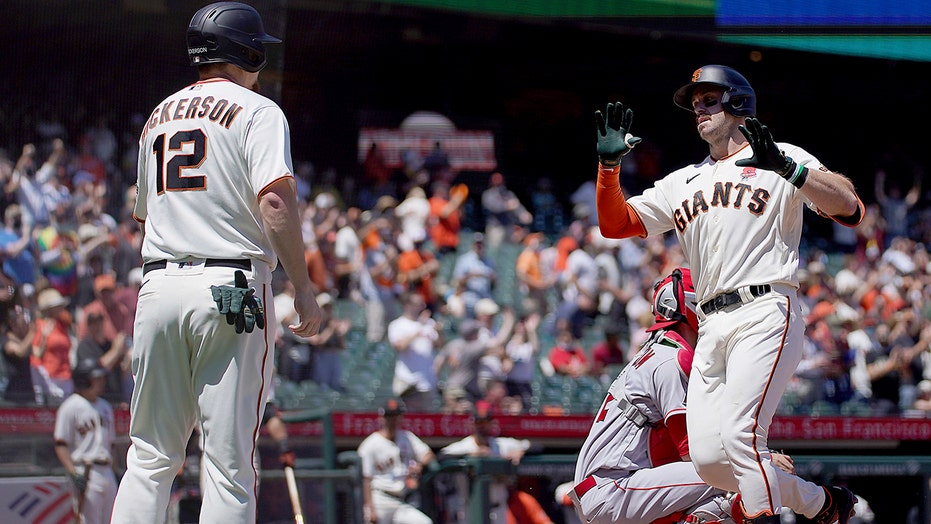 Giants hit 3 more homers to back Cueto, beat Angels 6-1