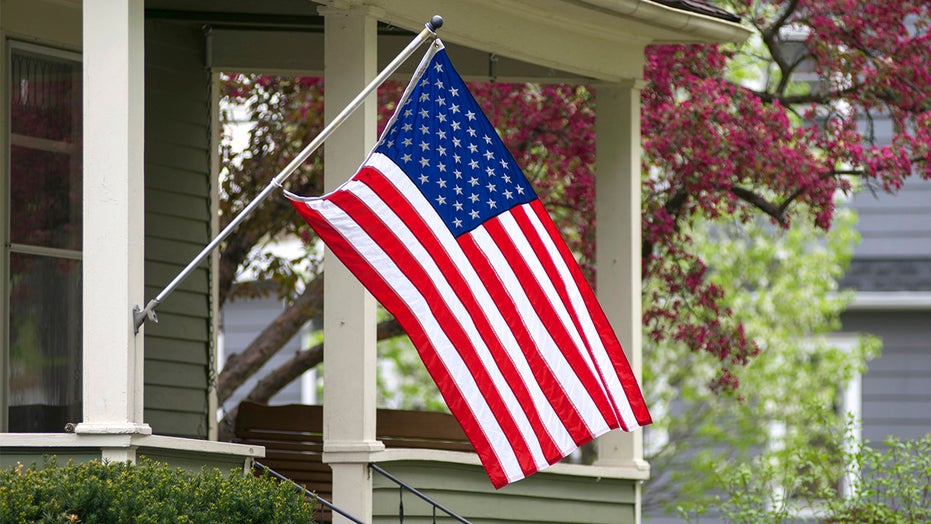 Tennessee neighbors fly US flag for ex-cop with Parkinson's thanks to Nextdoor app