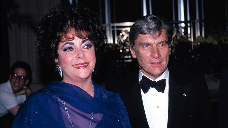 Former Sen. John Warner and Elizabeth Taylor met on a blind date with Queen Elizabeth
