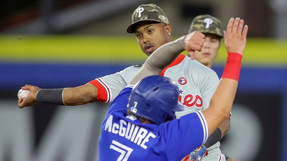 Phillies' Joe Girardi, Jean Segura have dugout spat, manager downplays it as 'bench conversation'