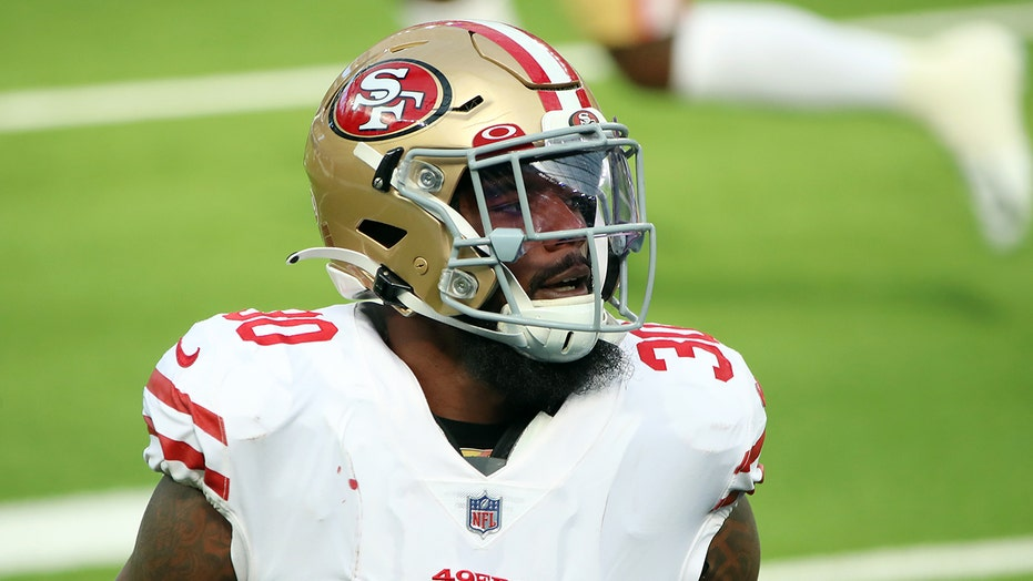 49ers' Jeff Wilson suffers torn meniscus trying to stand up after workout, GM says