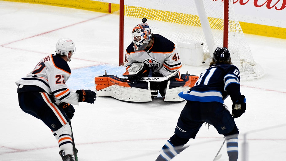 Jets finish off sweep of Oilers with 4-3 victory in 3 OTs