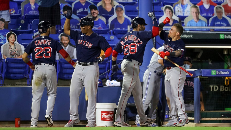 Martinez's 2-run homer in 9th lifts Red Sox over Jays 8-7