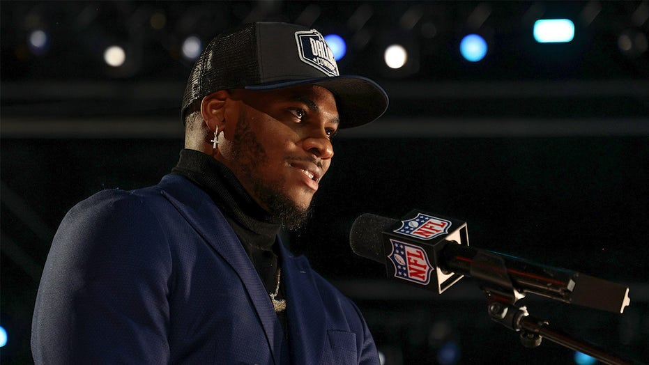 Cowboys' Micah Parsons misfires on '9-11' caption, apologizes in tweet