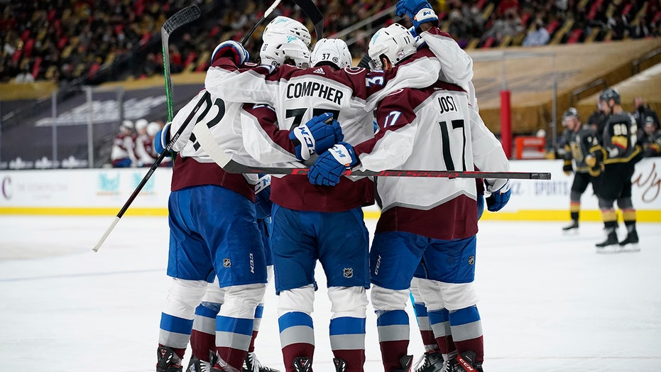 Avalanche top Golden Knights 2-1, close in on 1st in West