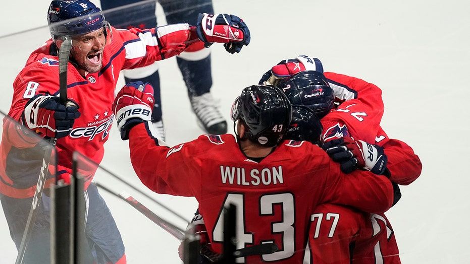 Nic Dowd scores in OT, Capitals beat Bruins 3-2 in Game 1