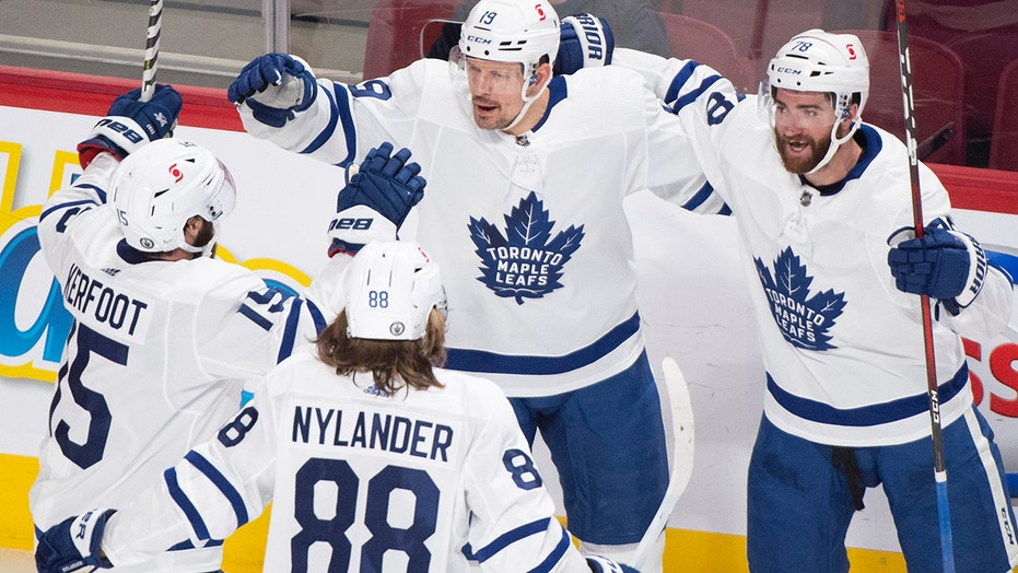 Beleaguered Maple Leafs fans offer 'sacrifice' to 'hockey gods' before pivotal Game 7 nei playoff