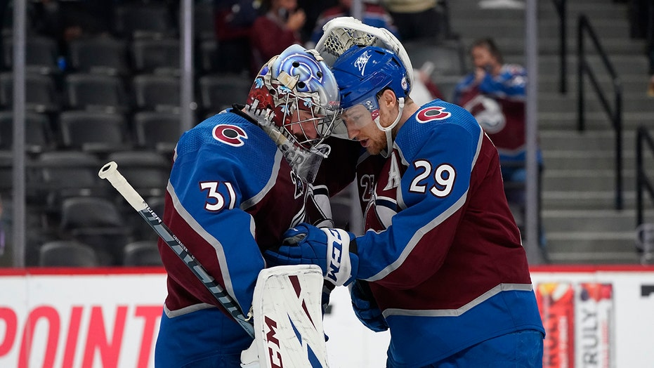 MacKinnon records hat trick, Avs beat Blues 6-3 in Game 2
