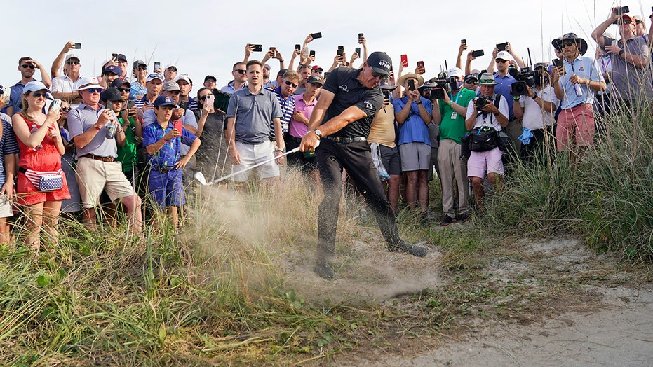 A wild ride for Mickelson and 18 holes away from history