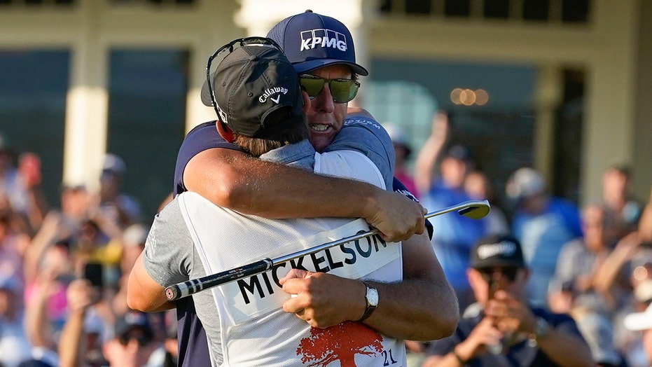 Phil Mickelson's sister Tina shares heartwarming text with mom as 'Lefty' went for PGA Championship