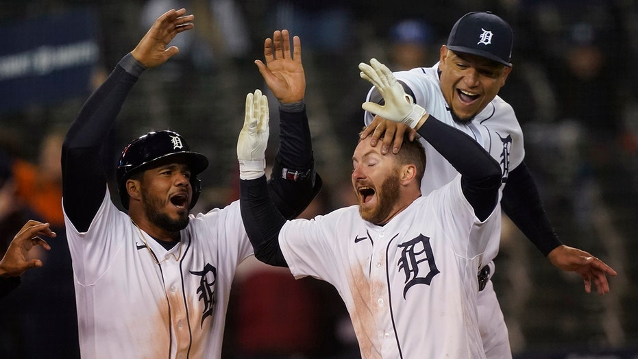 Tigers' Robbie Grossman hits game-winning home run amid head-scratching calls from umpires