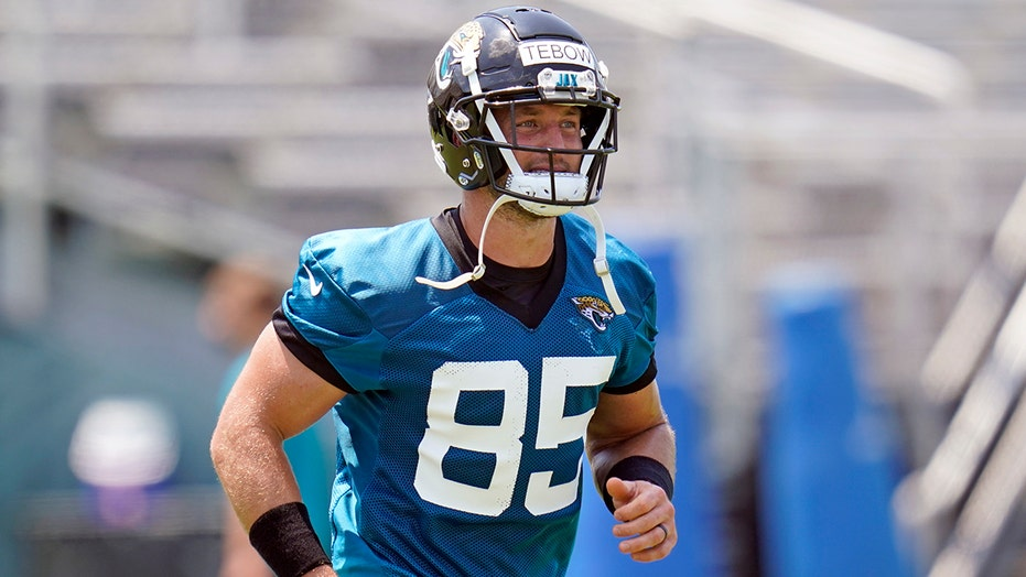 Tim Tebow 'just another guy,' Jaguars teammate says