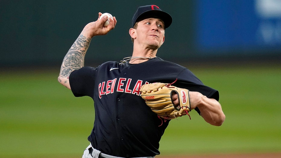 Plesac takes no-hitter into 8th as Indians top Mariners 4-2