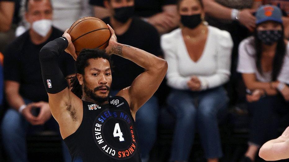 장미, Randle rally Knicks past Hawks to tie series at 1-1