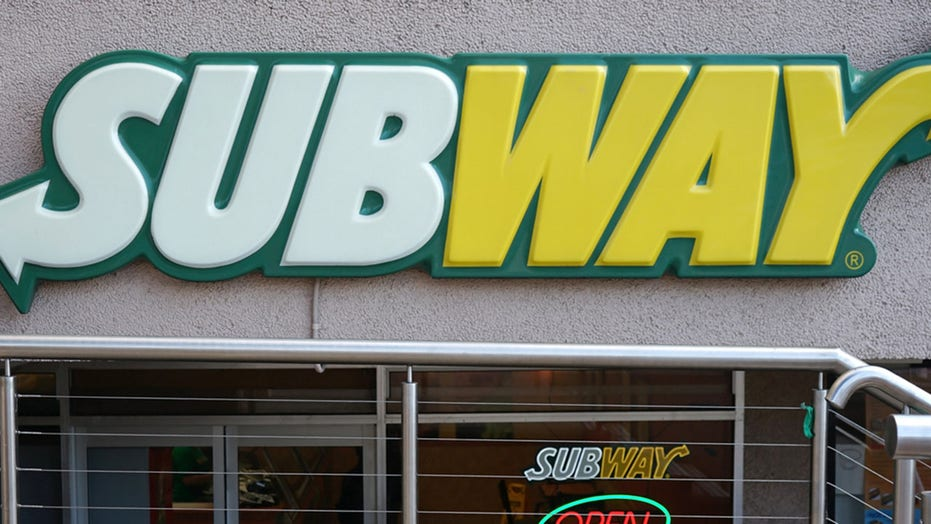Man falls through Subway restaurant ceiling while evading police after stealing bike, ham: report