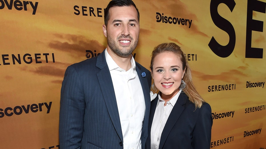 Jinger Vuolo recalls losing her grandmother, enduring a painful miscarriage: 'God carries me through'