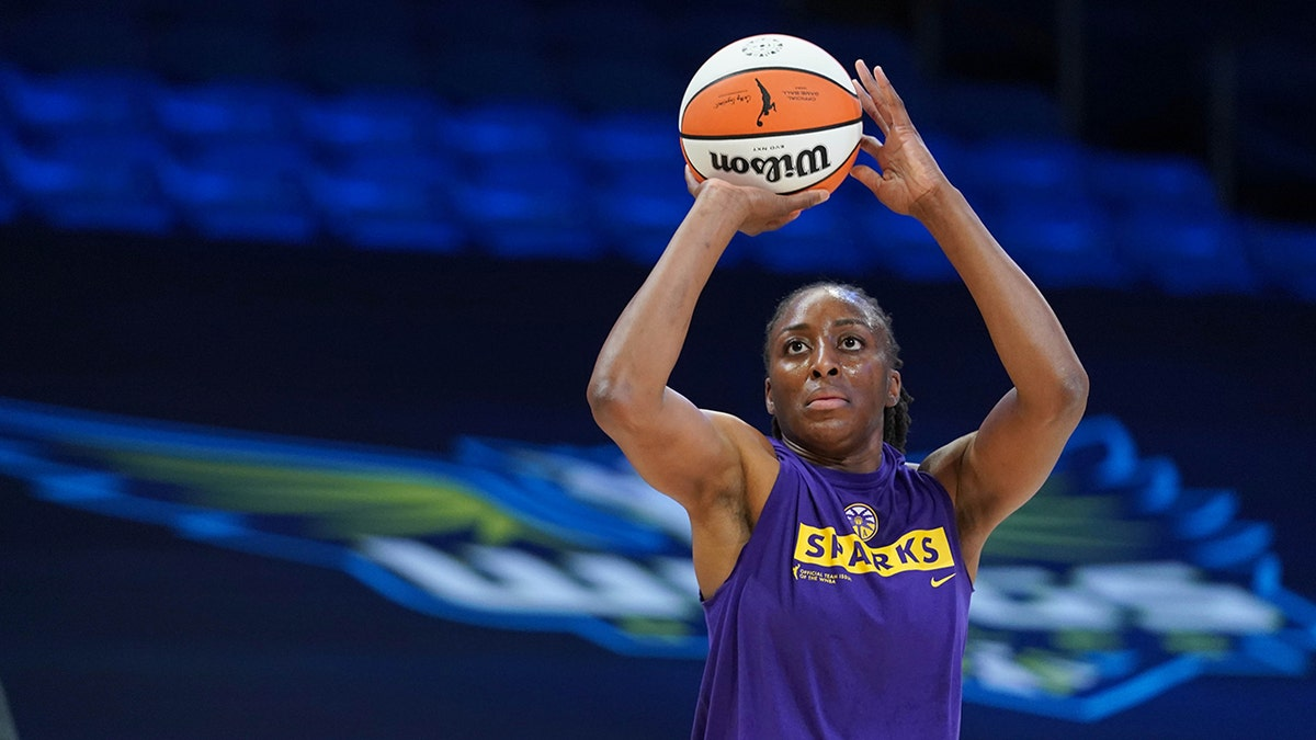 Ogwumike  nackt Nneka USA basketball