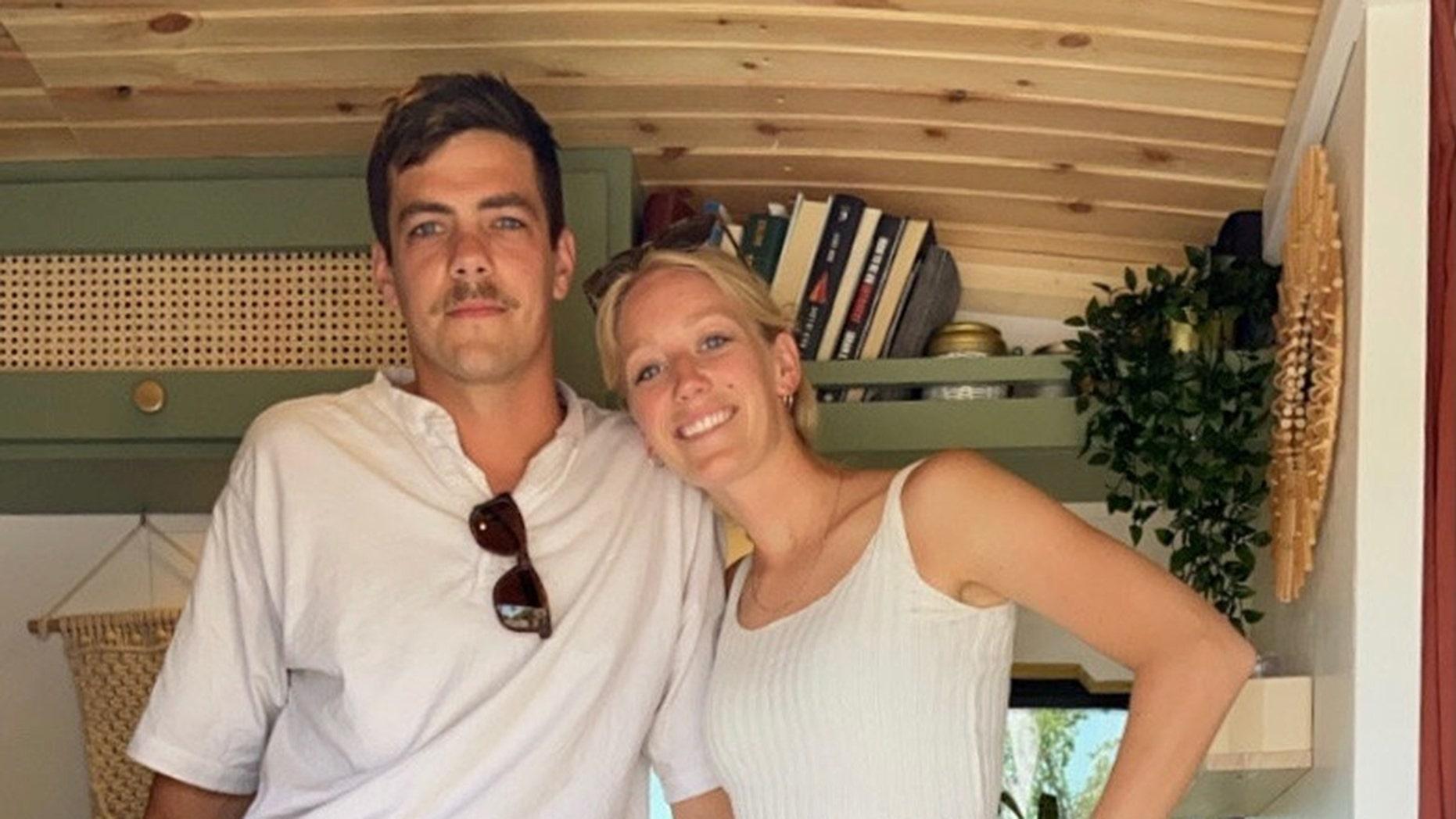 Ben dan Malory Landheer terpaksa membatalkan rencana resepsi pernikahan mereka.