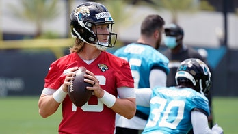 Jaguars' Trevor Lawrence to Tim Tebow for a touchdown