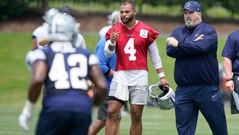 Cowboys' Dak Prescott won't reveal vaccination status, says people should 'educate themselves' on what's best