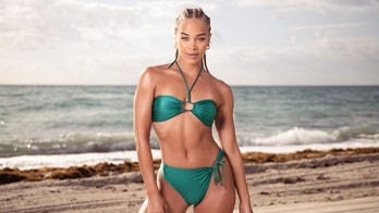 SI Swimsuit model Jasmine Sanders on her favorite workout routines, embracing her curves: 'It's for me'